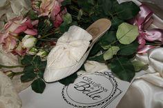 Camélia - cream cotton - double bow in cream satin & Valenciennes lace http://store.leschaussonsdelabelle.com