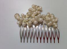 Modelo Vitelia (1 disponible) #lamoradadenoa #perlas #pedrería #coser #brillantes #encaje #blanco #marfil #cintadepelo #novia #boda #bridal #complementos