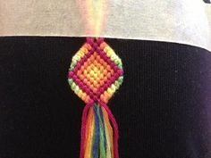How to make a diamond shaped bracelet Friendship Bracelet Tutorial - BraceletBook.com Definitely want to try :)