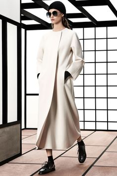 See the complete Max Mara Pre-Fall 2018 collection. 45 Beautiful Fashion Trends To Copy Right Now – See the complete Max Mara Pre-Fall 2018 collection. Fashion In, Autumn Fashion 2018, Womens Fashion For Work, White Fashion, Fashion Brands, Fashion Outfits, Fashion Design, Street Fashion, Fashion News
