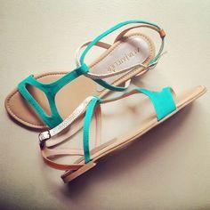"""""""Milan"""" Jade-Golden hechas en piel de cabra #sandals #womenshoes #altaatelier #shoponline www.kichink.com/stores/altaatelier-store"""
