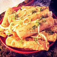 A sizzling spicy tangy cheesy wrap 'Frankie' is a well loved roadside snack in Mumbai! It's a popular and cheap version of the hi-fi wraps and rolls. The roti is pre-cooked and kept ready to be stuffed.  My mom makes the best frankies in the world and I learnt to make them from her :) This has been my favorite food right from having them during my school days to till date when mom gets them for me at the airport every time I visit India! :) #recipe link in bio! #ruchyum #frommykitchen…