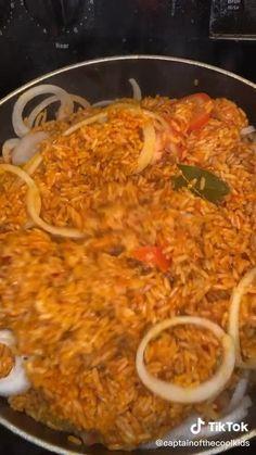 Ghanaian Food, Nigerian Food, Jollof Rice Nigerian, Mexican Food Recipes, Vegetarian Recipes, Cooking Recipes, Healthy Recipes, Jollof Reis, Seasoned Rice Recipes