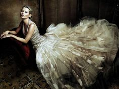 This is a fashion Photograph shot for Vogue May 2009 issue. The photographer, Annie Leibovitz, tries to capture the Model, Kate moss, In a Marc Jacobs gown. Annie Leibovitz Photos, Anne Leibovitz, Annie Leibovitz Photography, Kate Moss Wedding Dress, Wedding Dresses, Diana Wedding, Tulle Wedding, Mode Glamour, Glamour Beauty
