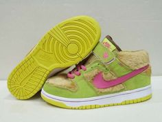 new style 7c274 a79b6 Nike Dunk Mid Premium SB Womens Mama Bear Light Umber Watermelon