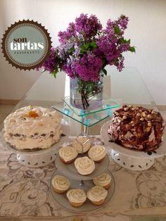 Mesa dulce: Chessecake de carrot y piñones, layer cake de 3 chocolates con lajas de trufa y CUPCAKES de Lemon curd....hecho por Sontartas