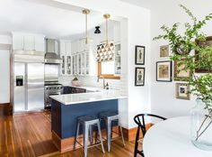 Contemporary Open Plan Kitchen With Brass Pendants. U- shaped kitchen with white uppers and blue lower cabinets. Kitchen Layout U Shaped, Small U Shaped Kitchens, Small Kitchen Layouts, Small Open Plan Kitchens, Bungalow Decor, Bungalow Kitchen, Bungalow Interiors, Bungalow Renovation, Modern Bungalow