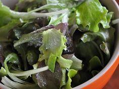 Salát   Receptárna – vaše online kuchařka Sprouts, Spinach, Vegetables, Food, Essen, Vegetable Recipes, Meals, Yemek, Veggies