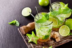 Mojito is a cocktail of rum, mint and lime originally from Cuba. It's name is derived from the African term for magic, it might put a little spell on you! Bacardi, Caribbean Drinks, Caribbean Recipes, Caribbean Food, Refreshing Cocktails, Summer Drinks, Cuban Mojito, Mojito Drink, Lime Drinks