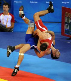 Cuba's Mijain Lopez flexes in celebration after defeating Russia's Khasen Baroev in the gold medal match in Greco Roman wrestling. Wrestling Quotes, Men's Wrestling, Wrestling Singlet, Olympic Wrestling, Olympic Sports, Olympic Games, Lycra Men, Sport Icon, Body Poses