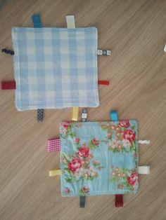 Labeldoekjes! Makkelijk zelf te maken en leuk om als kraamcadeau te geven. Www.annetsnaaicreaties.blogspot.nl