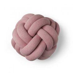 Design House Stockholm Kissen Knot pink online kaufen ➜ Bestellen Sie Kissen Knot pink versandkostenfrei für nur 97,00€ im design3000.de Online Shop!