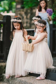 Adorable flowergirls. Gita Bayu garden wedding. Photo by Munkeat Photography. www.theweddingnotebook.com