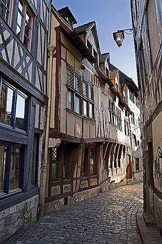 Ruelle du vieux Rouen Plus Provence France, Paris France, Normandy France, Etretat Normandie, Belle France, Day Trip From Paris, Medieval Life, Voyage Europe, Famous Places