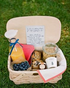 Breakfast Picnic Basket--For a destination wedding, welcome guests with a breakfast basket. Breakfast Picnic, Breakfast Basket, Sunrise Breakfast, Wedding Breakfast, Breakfast Ideas, Morning Breakfast, Perfect Breakfast, Comida Picnic, Plateau Charcuterie