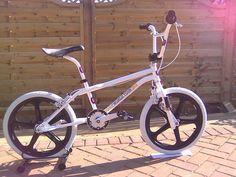 Vintage Bmx Bikes, Gt Bmx, Bmx Freestyle, Bmx Bicycle, Diy Home Crafts, Old Skool, Bike Life, First Love, Racing