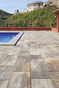 Best-Beleza je betonová dlažba s designem přírodního kamene, vhodná na zpevnění plochy kolem bazénu. Povrch sametový, barva colormix arabica.
