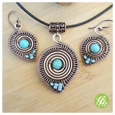 Listing for one wire turquoise jewelry set including a turquoise necklace and a pair of wire earrings. This tribal jewelry is entirely handmade with copper wire, woven and shaped by hand. I hammered the jewelry for more strenght and polished with a special wax to protect the wire