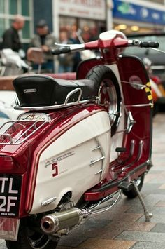 Lambretta Shared by Motorcycle Clothing - Two-Up Bikes Mod Scooter, Lambretta Scooter, Scooter Motorcycle, Scooter Girl, Vespa Scooters, Motorcycle Outfit, Alfa Cars, Motor Scooters, Electric Bicycle