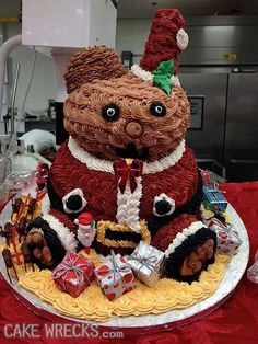 What would a holiday party be without at least one creepy looking Santa cake? Scary Food, Weird Food, Holiday Cakes, Holiday Parties, Christmas Jumpers, Christmas Holidays, Cakes Gone Wrong, Baking Fails, Santa Cake