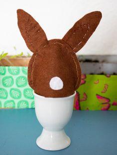 Nähen mit Kindern für Ostern - Osterdekoration für Ostereier  - DIY - Für Ostern nähen Kinder diese tierischen Eierwärmer. Gratis Vorlage zum Ausdrucken mit Nähanleitung und Nähvideo. Einfach für Anfänger zu nähen #nähen #ostern #freebook #nähenmitkindern Gingerbread Cookies, Dinosaur Stuffed Animal, Bunny, Toys, Animals, Kid Sewing Projects, Hand Sewn, Felting, Gingerbread Cupcakes