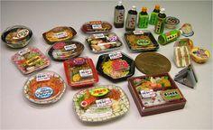 といといのミニチュア【コンビニハウス】/ Miniatures of lunches, sandwiches & drinks sold at Japan's convenience stores. 10 yen coin on the right side middle for comparison.