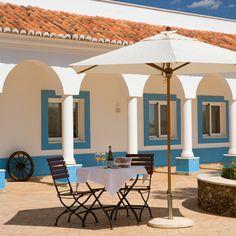 """Para combater o calor, que tal um vinho branco """"Herdade dos Grous"""" na nossa esplanada?  #wine #summer #vinhobranco #verao #herdadedosgrous #beja #alentejo #portugal #enjoy #hotel #tourism"""