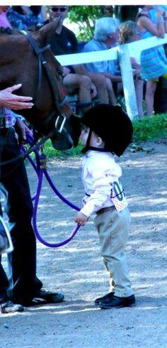 Ahhhhhh! Tiny child and pony love. I die. :)