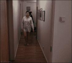 Si apagas las luces, no mires nunca hacia atrás: | Los 19 GIFs más terroríficos que verás en tu vida