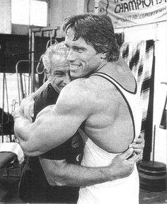 Arnold Schwarzenegger hugs the legendary Joe Gold.