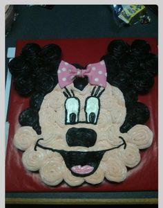 Cupcake cake Minnie Mouse Cupcake Cake, Disney Cupcakes, Mickey Mouse, Pull Apart Cupcake Cake, Pull Apart Cake, Cute Cupcakes, Yellow Cupcakes, Cupcake Cookies, Mickey Party