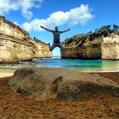Have you ever been in wonderland?  Maybe you could have the same reaction when you arrive in this beach in the middle of the Great ocean road  #Australia #greatoceanroad #2015 #jump #road #beach #sun #twelveapostles #colours #sony #nature #freedom #peaceful #wonderland #viaggiare #viaggio #divertimento #zingarate #nature #wildlife #stone #sand #portcambell #travel #traveling #triparound by _trip_around
