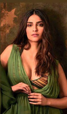 Indian Bollywood Actress, Indian Actress Hot Pics, Beautiful Bollywood Actress, South Indian Actress, Beautiful Girl Indian, Beautiful Girl Image, Beautiful People, Indian Celebrities, Bollywood Celebrities