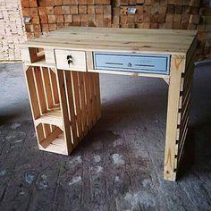 Pallet Desk, Diy Wood Desk, Diy Desk, Pallet Furniture Designs, Diy Furniture Projects, Deco Furniture, Diy Pallet Projects, Diy Sofa, Salvaged Wood Projects