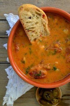 supa cremoasa de fasole boabe Soup Recipes, Vegan Recipes, Cooking Recipes, Romanian Food, Romanian Recipes, Food Wishes, Good Food, Yummy Food, Warm Food