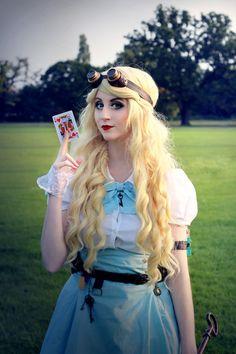 Steampunk Alice in Wonderland Cosplay