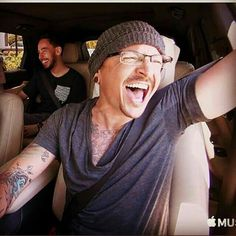 Happy Chester on Carpool Karaoke! This video made me cry but I also lauged a lot. Thank you Linkin Park, thank you Chester♡ Chester Bennington, Charles Bennington, Chester Rip, Linkin Park Chester, Miss U So Much, Mike Shinoda, Nikki Sixx, Chris Cornell, Rest In Peace