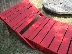 pallet DIY : Pallet lounge chairs in pallet garden pallet furniture with Pallets Lounge Pallet Lounger, Pallet Chair, Diy Chair, Pallet Furniture, Furniture Projects, Lawn Furniture, Pallet Benches, Pallet Tables, Backyard Furniture