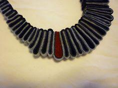 A felt necklace tutorial