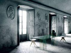 Crossing Table by Patricia Urquiola for Glas Italia Lucite Furniture, Glass Furniture, Space Furniture, Furniture Design, Patricia Urquiola, Vase Cristal, Italia Design, Laminated Glass, Eclectic Decor
