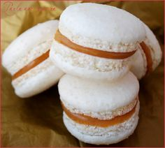 Macaron caramel beurre salé de Christophe Felder – Perle en sucre Salted butter caramel macaroon by Christophe Felder – THE perfect salted butter caramel macaroon recipe is this and not another! Macaroon Cake, Macaron Cookies, Macaroon Recipes, Raffaello Dessert, Chefs, Cookie Recipes, Dessert Recipes, Blackberry Recipes, Bowl Cake