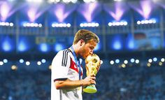 Mario Goetze of Germany kisses the World Cup trophy after the 2014 FIFA World Cup Brazil Final match between Germany and Argentina at Maracana on July 2014 in Rio de Janeiro, Brazil. Get premium, high resolution news photos at Getty Images Philipp Lahm, World Cup Trophy, Fifa 2014 World Cup, Image Foot, Champions Of The World, Toni Kroos, World Cup Winners, International Football, World Cup Final