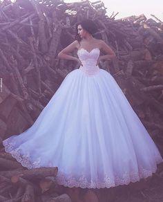Lindaaa! Amei e vcs?  #universodasnoivas #noiva #ensaio #wedding #weddingday #weddingdress #casamentos #casamento #vestido #vestidos #vestidos #voucasar #weddingphotography @saidmhamadphotography