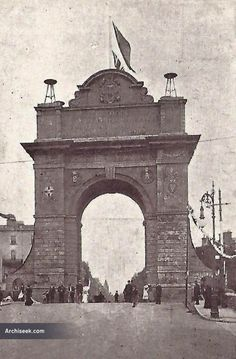 Architect: Frederick Batchelor Triumphal archway for the arrival of King Edward VII and Queen Alexandra into Dublin in For scale, look at the pedestr Old Pictures, Old Photos, King Edward Vii, Pedestrian, Dublin, Big Ben, Ireland, Arch, Scale