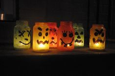 Mason jars are often used for decorating the home, wedding gifts, item storage and other creative crafts. Here are Cute Mason Jar Craft Ideas which can help you to repurpose those old mason jars for decoration or useful pieces. Halloween Jars, Diy Halloween Decorations, Halloween Ideas, Vase Decorations, Halloween Birthday, Buy Mason Jars, Mason Jar Crafts, Bottle Crafts, Cute Diy Projects