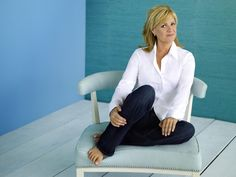 Bonnie Hunt, white blouse and jeans Bonnie Hunter, Celtic Cross Tattoos, The Bonnie, You Look Beautiful, Actrices Hollywood, Great Legs, Famous Faces, Old Hollywood, Fashion Beauty