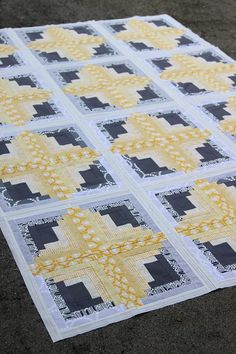 Bonjour Quilts: Rectangular Log Cabin Quilt - blog post has a downloadable PDF for making this quilt