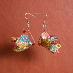 Boucles d'oreilles en forme de fleurs. Tissu Liberty multicolore et coupelle argentée.