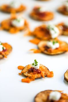 """These Loaded Potato """"Chip"""" Rounds are the PERFECT appetizer for a small party // Salty Canary"""