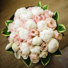 Virginia Vineyard Wedding Wedding Flowers Photos on WeddingWire Floral Wedding, Wedding Bouquets, Wedding Flowers, Rose Wedding, Elegant Flowers, Beautiful Flowers, Deco Floral, Floral Design, Vineyard Wedding